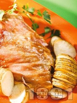 Печено агнешко месо с пресни картофи на шайби и магданоз на фурна - снимка на рецептата